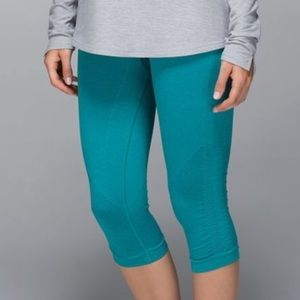 LULULEMON 8 teal cropped leggings